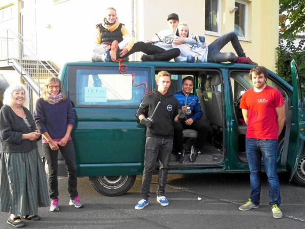Jugendbus leihen für eine gemeinsame Sache